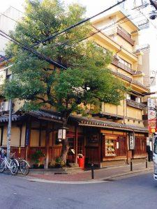 心斎橋駅近のしゃぶしゃぶ【浪花そば心斎橋本店】